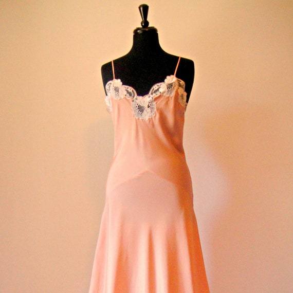 Reserved for Kate. Peach Old Hollywood Glamour Silky Maxi Nightgown. Sweatheart Neckline. Lace. Bias Cut. Slip Dress. Boho. Retro. Small. S