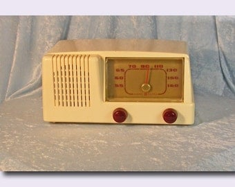 General Electric Model 401 Tube Type Plastic AM Table Radio c. 1951