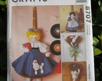 Uncut Pattern - McCalls 8707 -  Broom Dolls and Clothes Pattern