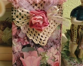 ROSES Galore on this little tri-fold Organizer Book-Addresses, Agenda, Notes- Vintage Lace, Rosette