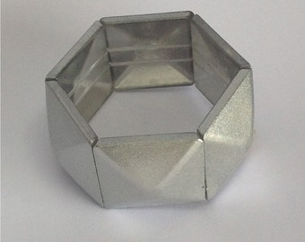 Hexagonal Silver Finish Plastic Elasticated Bracelet