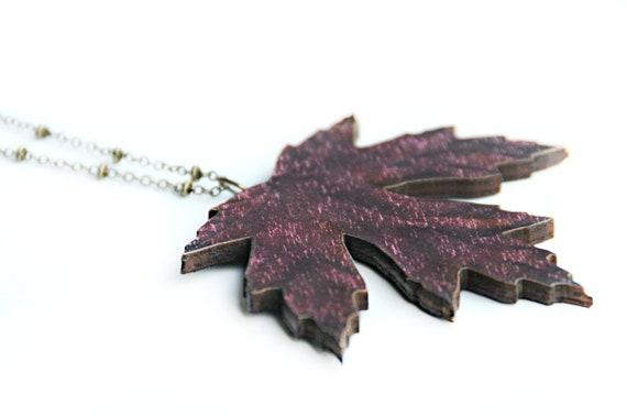 Halsketting - Uit hout gesneden blad