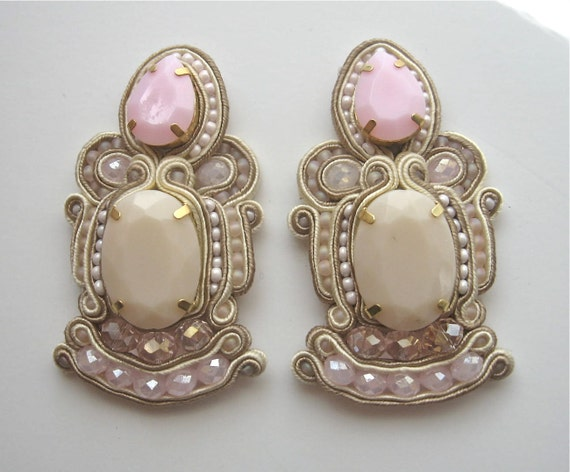 CUT THE CAKE soutache bridal earrings in ivory and light pink