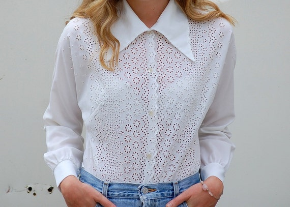 Vintage white western style blouse with eyelet floral detail M