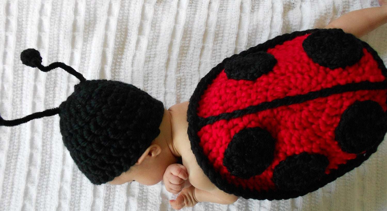 Crochet pattern ladybug cape and hat 0 3 months zoom bankloansurffo Choice Image