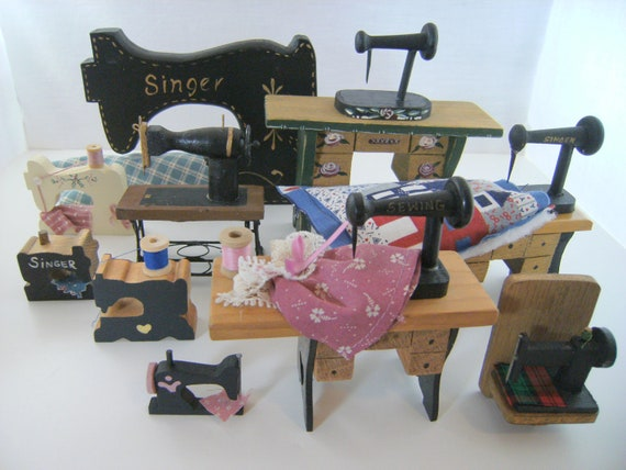 10 Wooden Sewing Machines - Collectibles