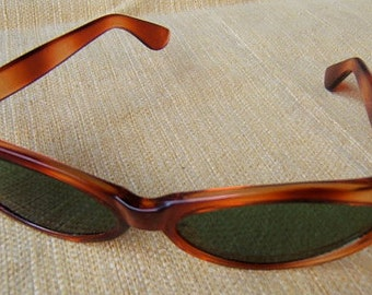 1950's Tortoise-Shell Women's Cat's Eye Sunglasses