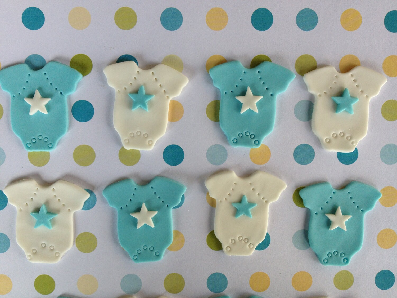 Edible fondant boy baby shower cupcake by sweetideacreations for Baby shower cupcake decoration