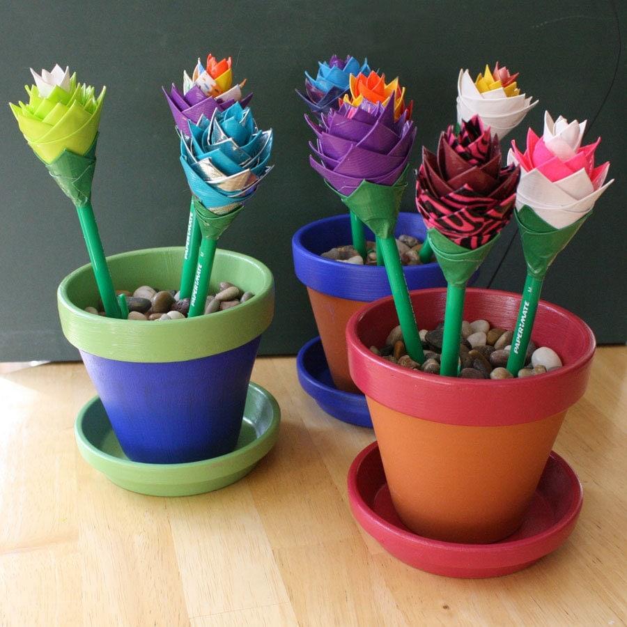 Plant Pot Holders Diy: Custom Flower Pot Pen Holder With 3 Duct Tape Flower Pens