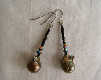 Black and gold freshwater pearl and crystal earrings