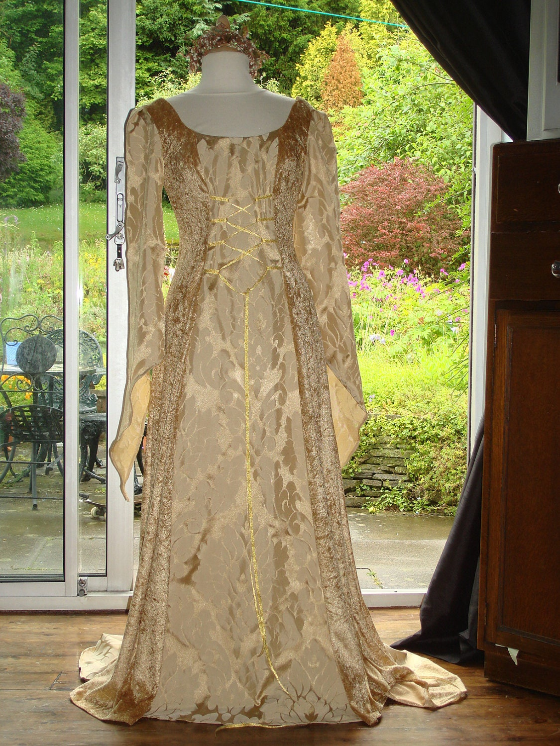 Bespoke celtic gold eowyn lord of the rings medieval for Celtic pagan wedding dresses