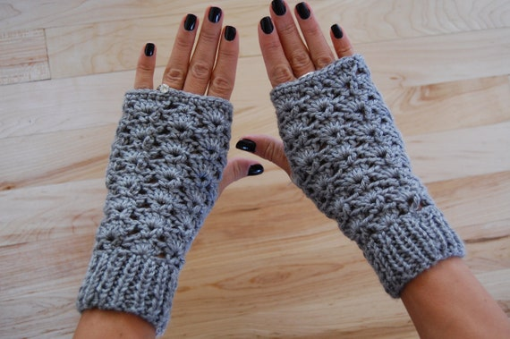 Woman's Fingerless Knit Gloves