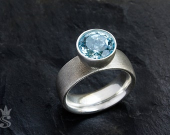 Sterling silver ring with beautiful blue topaz. Many ringsizes. Engagement ring.