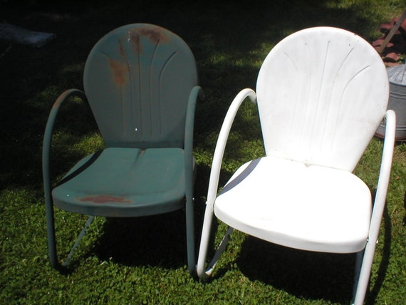 2 metal shell back lawn chairs