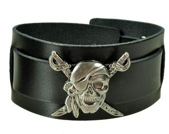 "Lederarmband ""PIRAT"", Leder, leather, Armband, bracelet, black, Niete, rivet, Totenkopf, skull, Kreuz, cross, Motorrad, biker, Pirat"