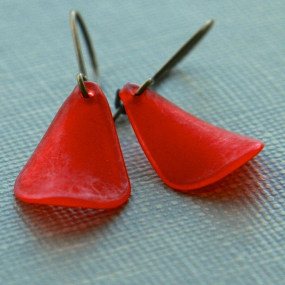 red petal earrings (red vintage Lucite. antique brass wire)