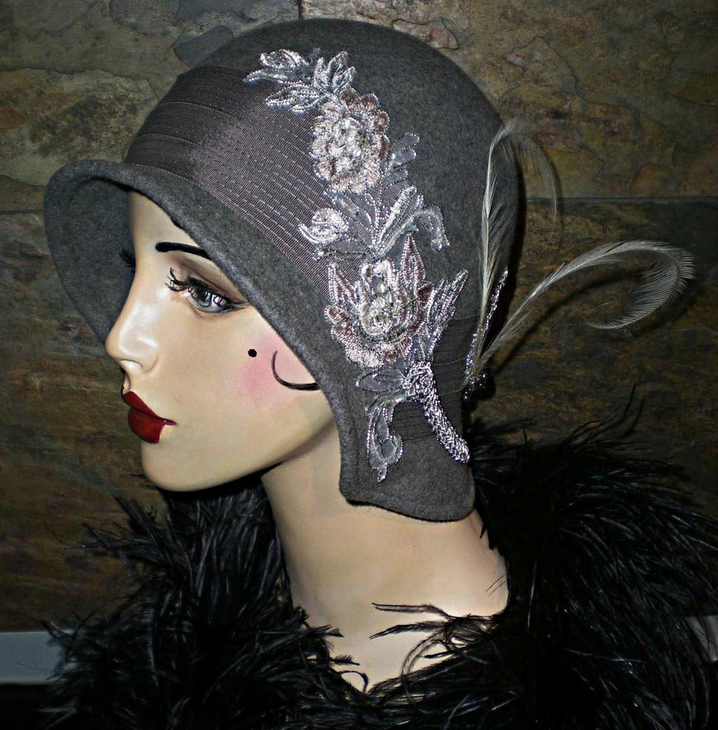 One of a Kind Vintage 1920s Flapper Girl Gray Felt CLOCHE HAT