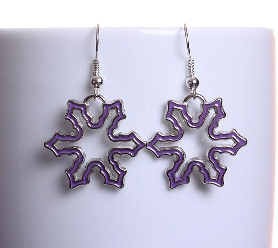 Purple enamel snowflake silver tone dangle drop earrings (608)