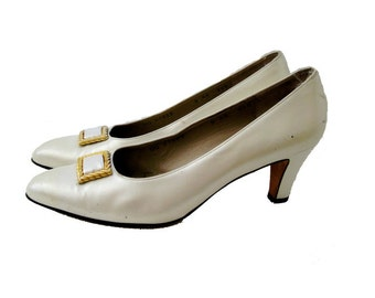 Salvatore Ferragamo Pearl Leather Pumps, Off White Heels, Shoe Clip, Designer Vintage, 8