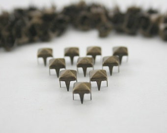 100 pcs. Antique Brass Pyramid Studs Biker Spikes spots nailheads Decorations Findings 5 mm. WYSPBR55