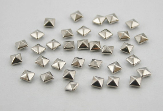 100 pcs. Silver Tone Pyramid Metal Studs Rivets Button Decorations Findings 5 mm. KRPN5
