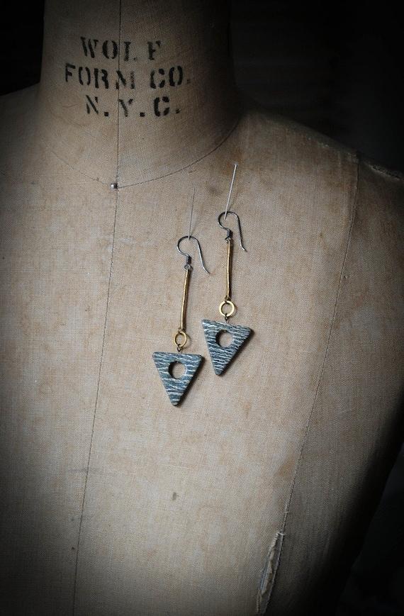 POISON ARROW : Long Agate Arrow Earrings