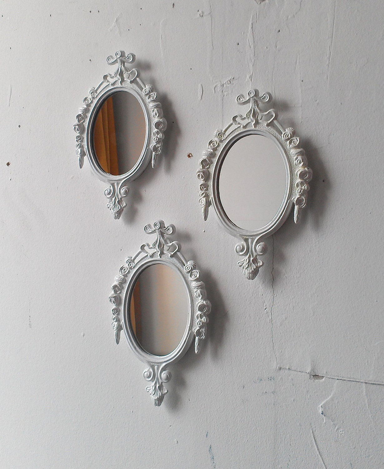 White mirror set small decorative mirrors vintage french for Small decorative mirrors
