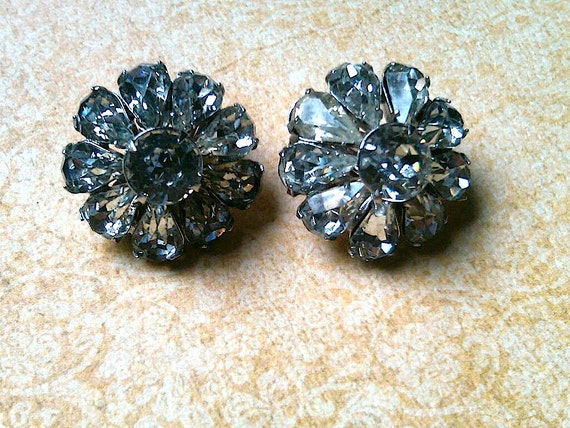 Wedding Vintage rhinestone earrings unsigned Weiss, Wedding Earrings, Flower Earrings, Clip on Earrings, Vintage Bride, Weiss earrings