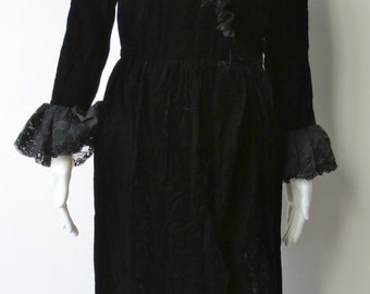 1970s Victor Costa black velvet and lace gothic dress