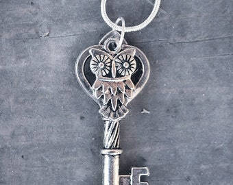 CYBER MONDAY SALE Vintage Silver Owl Key Charm Necklace