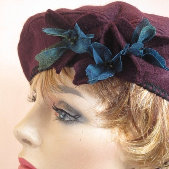 Chic felt French beret with flowers