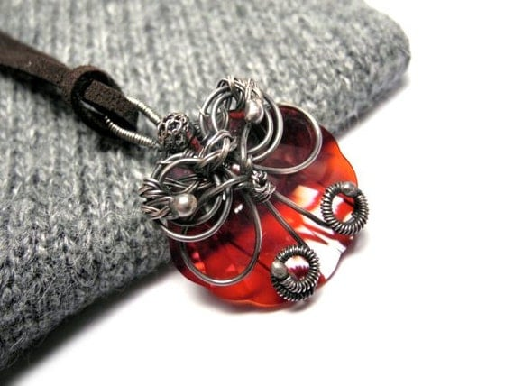 Wire wrapped silver pendant with Swarovski crystal in red magma - Shell shaped necklace - nautical romantic woodland