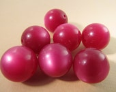 12 Vintage Lucite 16mm Raspberry Moonglow Beads Bd1786