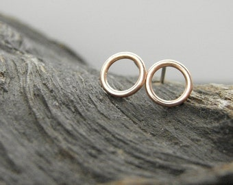 Copper circle studs. Small everyday earrings in copper and silver.