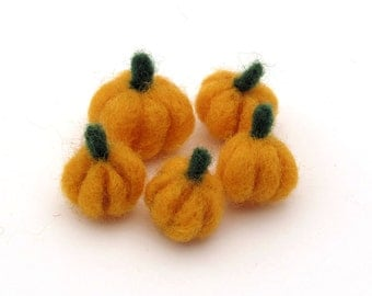 5 felt pumpkins - Small Halloween decorations / Fall, Harvest or Thanksgiving decor - orange needle wool felt pumpkin