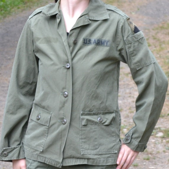 Vintage Military Shirt Womens US Army Corp Issue Jacket. Olive Drab Coat, Combat Green. 1970s