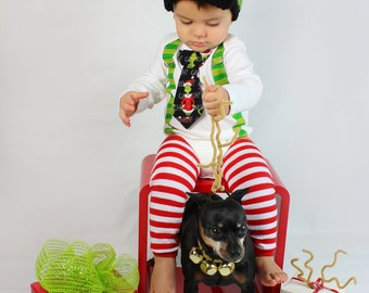 Baby Boy Tie Bodysuit w Suspender, Leg warmer, and Hat.  Dr. Suess Grinch Christmas Holiday.  Cake Smash. Baby First Christmas.