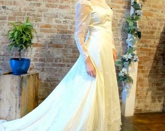 1970s Vintage Lace Wedding Dress
