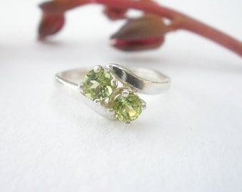 Natural Peridot Gem Stone 4mm 925 Sterling Silver Two Faceted Stone Ring