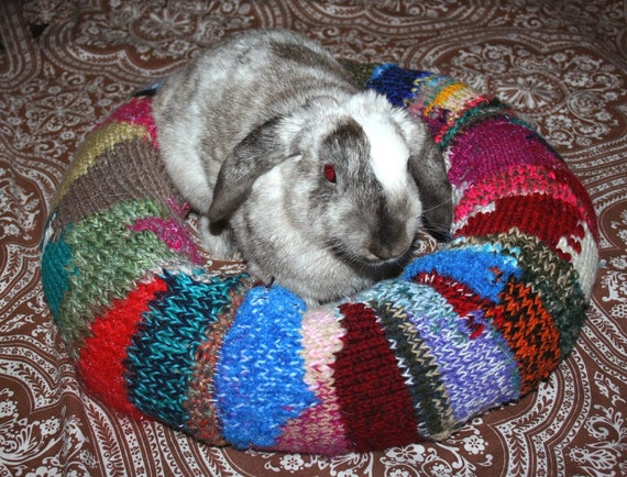 Ugli Donut bunny bed for a small to medium sized rabbit with alpaca ombre colours hand knit