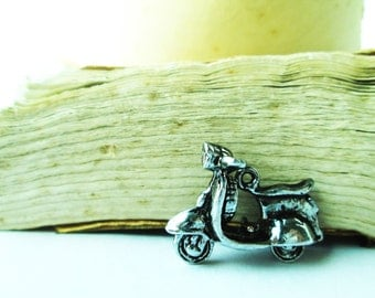 Old Vespa vintage style Silver Supplies Charms CT - 0007