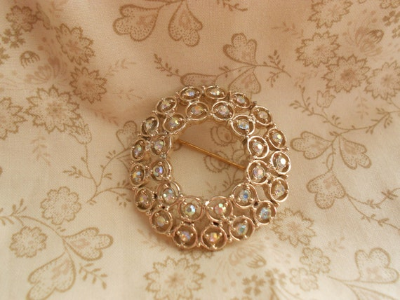Rhinestone Circle Pin or Brooch - Gold Tone Costume Jewelry - Marked Dodds - Vintage BreezyTownship