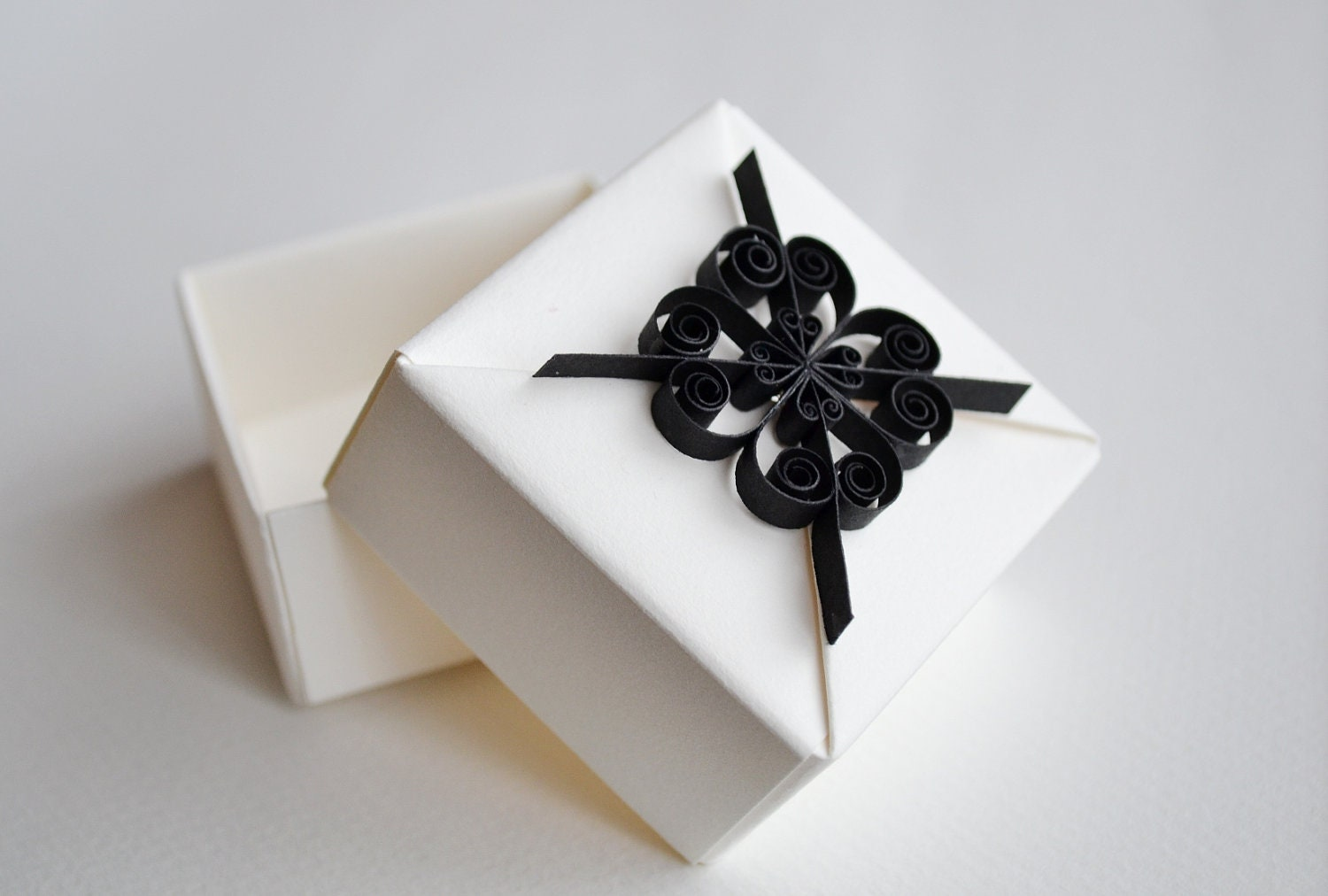 The Bridal Notebook: Black and White Favor Boxes
