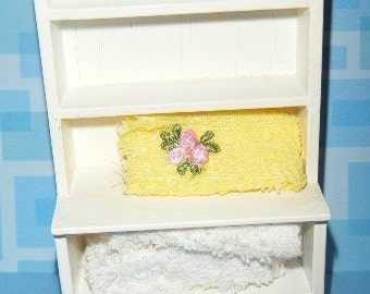 1/12 Scale Vintage Dollhouse Furniture Book Shelf with Towels