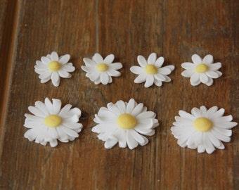 Small white edible fondant daisies x 10 - flower cupcake topper, daisy cake decoration, edible cake topper