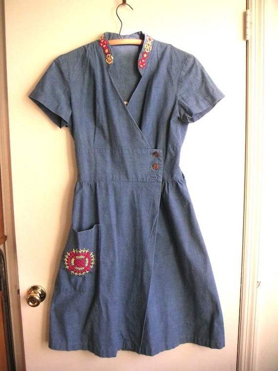 1940s 1950s chambray dress, Pat Perkins blue shelf bust wrap dress with folk mandala embroidery housedress pockets red yellow