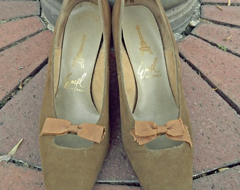 SALE/Vintage Pumps/60's/Kitten Heels/Bows/Victorian Shoes/Vintage Heels/Peep Through Shoes/Tan/Suede/Girly/Feminine/Preppy/School Girl Chic