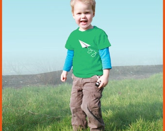 Paper plane! Personalized kids t-shirt with a paper plane (and the name of the child)