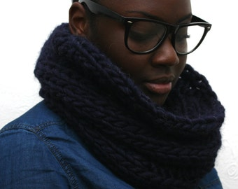 Chunky knit Scarf, Blue Cowl, Wool snood, Midnight blue, Hand-knitted, Wool Scarf, Infinity Scarf, Handmade scarf by Urbanknit, Winter scarf
