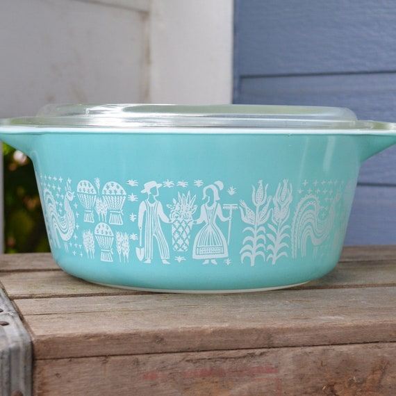 Pyrex Butterprint 2.5 quart Casserole with Lid